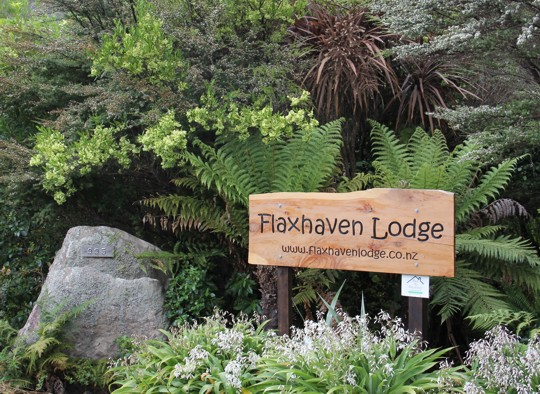 Self contained accommodation Cooks Beach - Whitianga at Flaxhaven Lodge